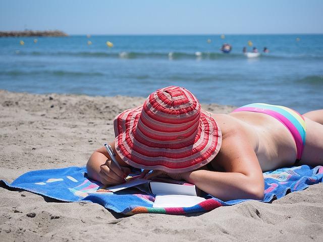 psaní pod kloboukem