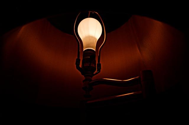 žárovka v lampě.jpg