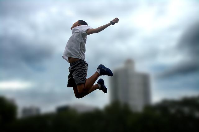 skok mladíka