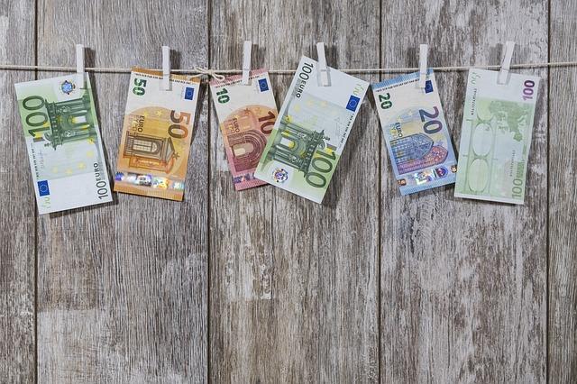 přikolíčkované bankovky