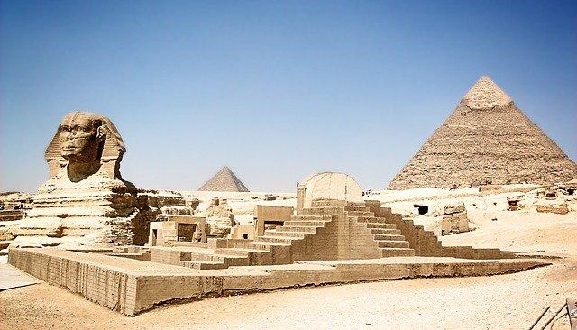 Pyramidy v Gíze.jpg
