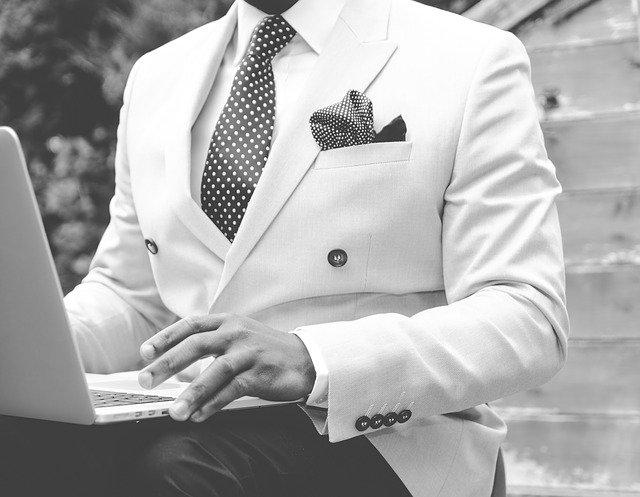 Muž v obleku, elegantní.jpg